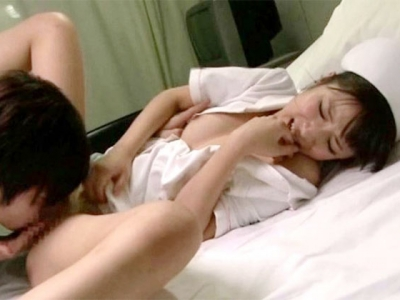 夜勤中に居眠りしている看護婦を夜●いしちゃった俺 橘ひなた